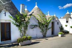 Casa hermosa en la ciudad italiana en un día de verano Fotos de archivo libres de regalías