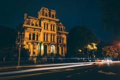 Casa histórica ao longo de Logan Circle na noite, em Washington, C.C. fotos de stock