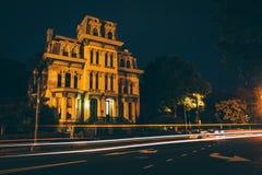 Casa histórica ao longo de Logan Circle na noite, em Washington, C.C. fotografia de stock