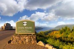 Casa histórica da vista no ponto da coroa no desfiladeiro bonito Oregon do Rio Columbia Fotos de Stock Royalty Free