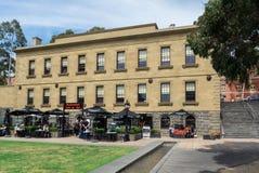 Casa histórica de alfândega com o restaurante da casa de alfândega e a barra de vinho foto de stock royalty free