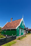 Casa histórica holandesa verde tradicional en el Zaanse Schans Fotografía de archivo libre de regalías