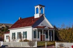 Casa histórica velha da escola restaurada Fotos de Stock Royalty Free