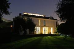 Casa iluminada Imagen de archivo