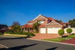 Casa impressionante em uma tarde ensolarada bonita Fotografia de Stock