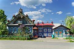 A casa incomum na vila do russo Foto de Stock