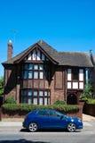 Casa inglesa - paredes de ladrillo tradicionales del pueblo de la construcción Foto de archivo