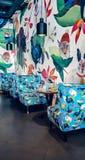 A casa interior brilhante do café fotografia de stock royalty free