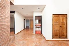 Casa interna, vista del corridoio Immagini Stock Libere da Diritti