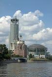 Casa internacional de Moscú de la música y de las colinas lujosas del rojo de Swissotel del hotel Foto de archivo