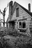 Casa invasa abbandonata fotografia stock