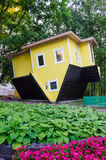 Casa invertida en Druskininkai Fotografía de archivo