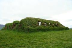 Casa islandesa del césped Fotos de archivo libres de regalías