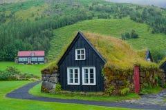 Vecchie case islandesi immagine stock immagine di verde for Casa tradizionale islandese