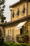 Casa italiana tradizionale alla luce di tramonto a Lucca Fotografia Stock