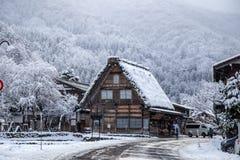 Casa japonesa local de la tienda en Shirakawa-ho japón foto de archivo