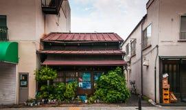 Casa japonesa velha - os japoneses velhos compram, Shinagawa, Tóquio, Japão imagem de stock