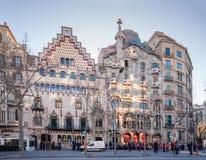 Casa (lämnade) Amatller och Casa Batllo i Barcelona arkivfoto
