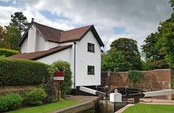 Casa lateral do canal para a venda Fotografia de Stock Royalty Free