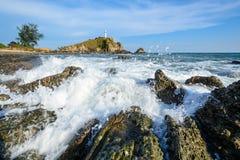Casa leggera e spiaggia con l'onda Fotografia Stock