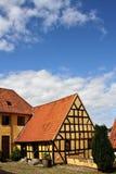 Casa in legno gialla Immagini Stock Libere da Diritti
