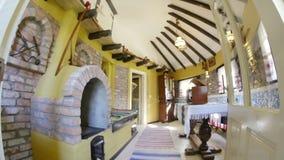 Casa lipovan tradizionale nel delta di Danubio video d archivio