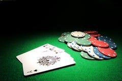 Casa llena K sobre tarjetas del póker de los as Fotos de archivo libres de regalías