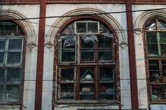 Casa llenada de los artículos detrás de Windows en Pekín, China Imagen de archivo libre de regalías