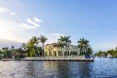 Casa lussuosa in Fort Lauderdale, U.S.A. di lungomare Fotografia Stock Libera da Diritti