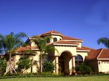 Casa lussuosa in tropici fotografia stock libera da diritti