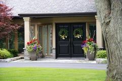 Casa luxuosa com obturadores Imagem de Stock