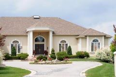 Casa luxuosa com um d circular Foto de Stock