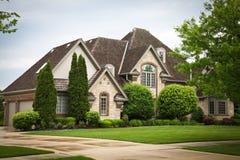 Casa luxuosa do tijolo Foto de Stock Royalty Free