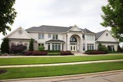 Casa luxuosa do tijolo Imagens de Stock Royalty Free