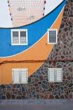 Casa maravillosamente pintada del pescador de la fachada en Puerto de la Aldea, Gran Canaria Imagenes de archivo