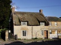 Casa medieval cubierta con paja Foto de archivo libre de regalías