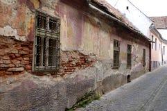 Casa medieval del daño en Sibiu fotos de archivo libres de regalías