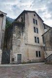 Casa medieval velha na cidade velha de Kotor Montenegro imagens de stock royalty free