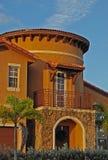 Casa mediterránea con la torre Imágenes de archivo libres de regalías