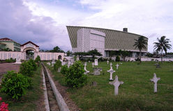 Casa memorável e cemitério do tsunami Fotos de Stock Royalty Free