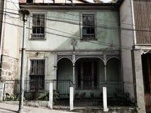 Casa minúscula velha do Chile Valparaiso imagem de stock