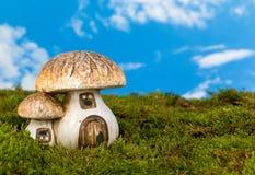 Casa miniatura del gnomo Imagen de archivo