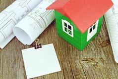 Casa modelo con los dibujos de estudio Imágenes de archivo libres de regalías