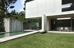 Casa moderna al aire libre foto de archivo libre de regalías