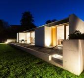 Casa moderna bonita no cimento Fotos de Stock Royalty Free