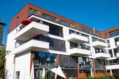 Casa moderna con i balconi Immagini Stock Libere da Diritti