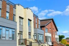 Casa moderna costosa con le finestre enormi a Montreal Fotografia Stock