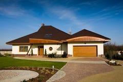 Casa moderna da única família Imagem de Stock