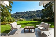 Casa moderna, varanda bonita imagens de stock royalty free