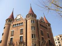 Casa modernista con las torretas Imagenes de archivo
